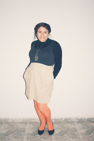 Basement dress - cotton black Basement sweater - bright orage Caffarena tights -