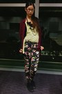 Black-floral-print-cotton-on-jeans-maroon-oversize-cotton-on-shirt