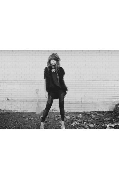 black cameo dress - black Dotti leggings - black Kookai vest