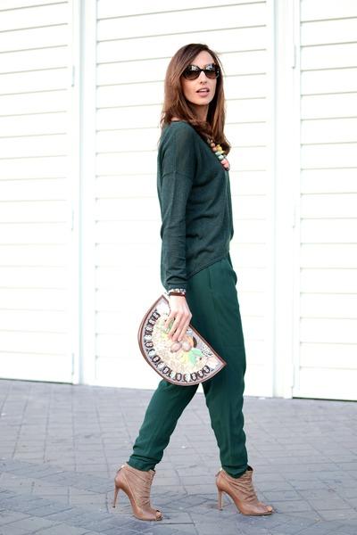 green Samsoe sweater - light brown Carolina Herrera boots