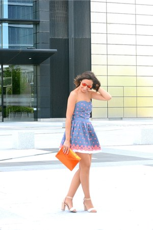 carrot orange Ray Ban sunglasses - sky blue Superdry dress