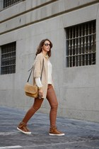 camel Eye Doll cardigan - bronze Deichmann boots - camel Petusco bag