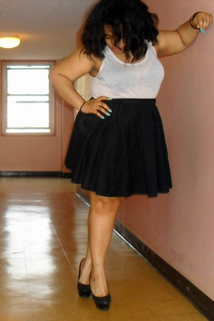 nude H&M top - black skirt - black heels - Forever 21 bracelet