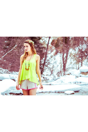 Finders Keepers shorts - chartreuse Pink Stitch top