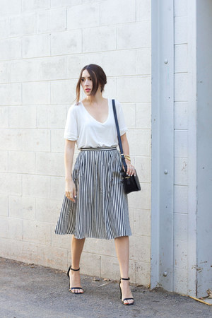 Forever 21 skirt - Forever 21 purse - black sandals heels - white tee romwe top