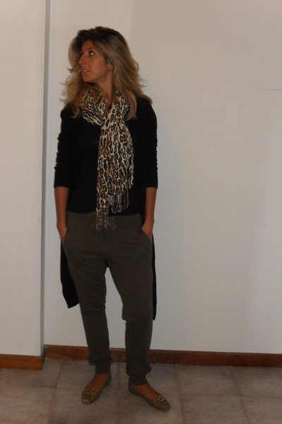 green Oysho pants - black marc&spencer cardigan - scarf - green Lea Foscati shoe