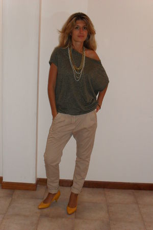 beige Zara pants - yellow shoes - green top