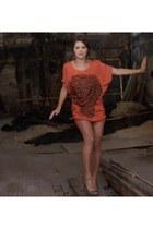 orange dress - gold vintage necklace - nude Jennifer Lopez heels