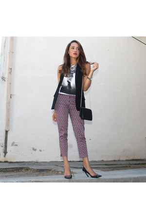 black Guess shoes - white graphic tee Style Lately shirt