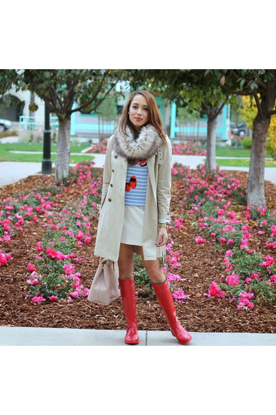Hot-pink-cole-haan-boots-neutral-trench-coat-banana-republic-coat