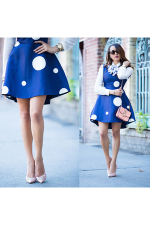 blue spotted FEW MODA dress - carlo pazolini shoes - white True Religion shirt