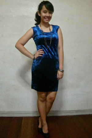 blue velvet Forever 21 dress - black leather Forever 21 heels - gold Marks & Spe