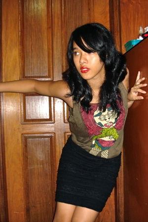 green Bleach Catastrophe top - black Forever21 skirt - red Maybelline