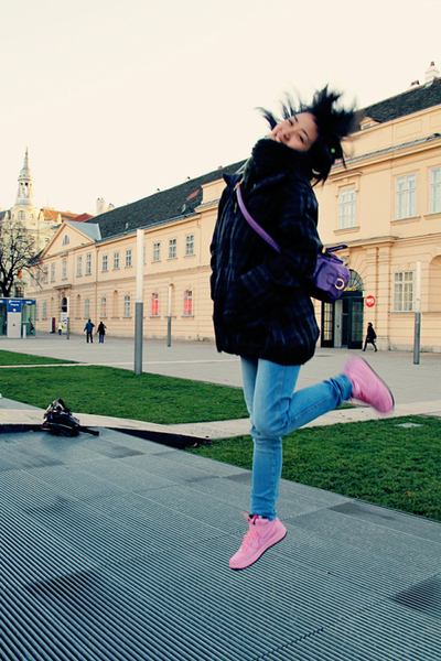 pink sneakers nike shoes - blue jeggings H&M jeans - purple bag Gst accessories