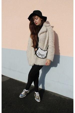 leather Karl Lagerfeld bag - Topshop coat - romwe hat - romwe flats - H&M pants