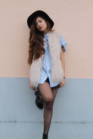 faux fur Zara vest - new look boots - romwe hat - leather Zara shorts