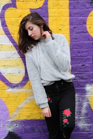 H&M jeans - Zara sweatshirt - Vans sneakers