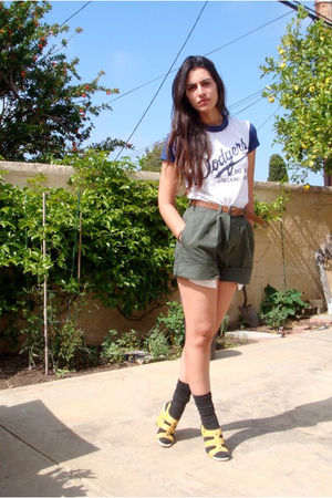 Green Shorts - How to Wear Green Shorts - Page 10 | Chictopia