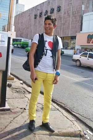 jeans - t-shirt - vest - bracelet coco chanel accessories - shoes