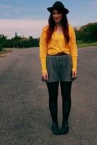 black from vietnam boots - black hat - gray shirt - mustard Sportsgirl jumper