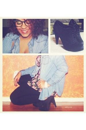 black tights tights - floral print blouse - denim shirt blouse - heels