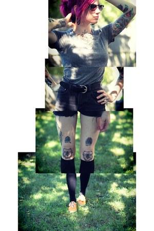 reFind Rebel earrings - Levis shorts - gradient lens Metro Park sunglasses