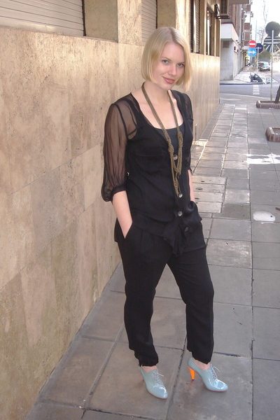 Eventide top - Zara pants - Lucila Iotti shoes