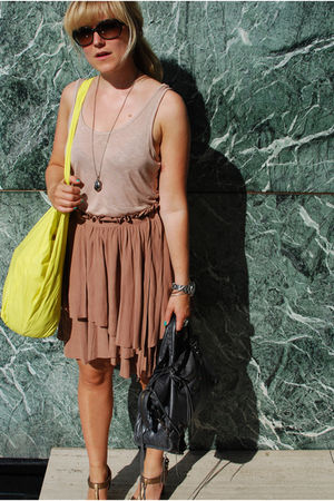 beige H&M skirt - yellow COS purse