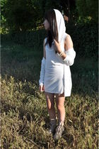 white hero crane dress - white Solemio cardigan - beige Boutique 9 boots