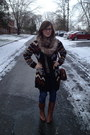 Tan-target-scarf-brown-frye-boots-navy-levis-jeans