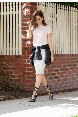 Country Road t-shirt - Windsor Smith heels