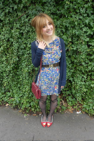 thrifted dress - Primark tights - vintage bag - Primark belt - Ebay flats