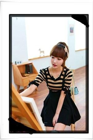 black dress - mustard shirt - bag - aquamarine accessories