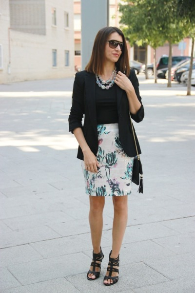 H&M skirt - H&M blazer - Zara shirt - carrera sunglasses - H&M necklace
