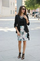 One flowery skirt, two looks: Look 1