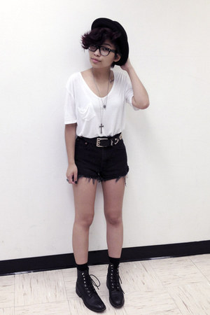 black vintage boots - black H&amp;M hat - black high waisted vintage shorts