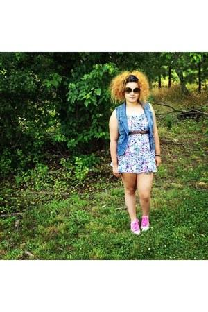 floral print H&M dress - vintage sunglasses - jean vest - pink Converse sneakers