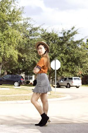 Zara boots - Urban Outfitters hat - Zara skirt - Zara t-shirt