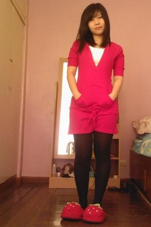 Greenhills dress - giordano shirt - Greenhills tights