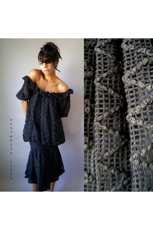 Vintage Knit Ruffle Damianou Dress