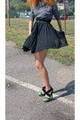 Black-stradivarius-heels-heather-gray-h-m-sweatshirt-black-h-m-necklace