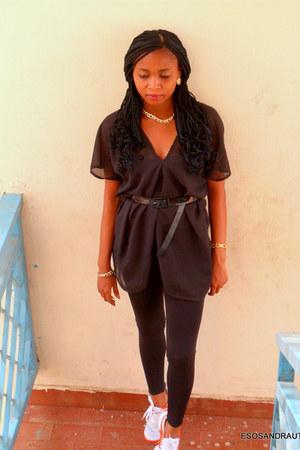 black UTD blouse