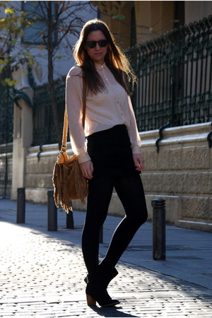 nude Zara blouse - black pull&bear boots - brown Prne bag - black Zara shorts