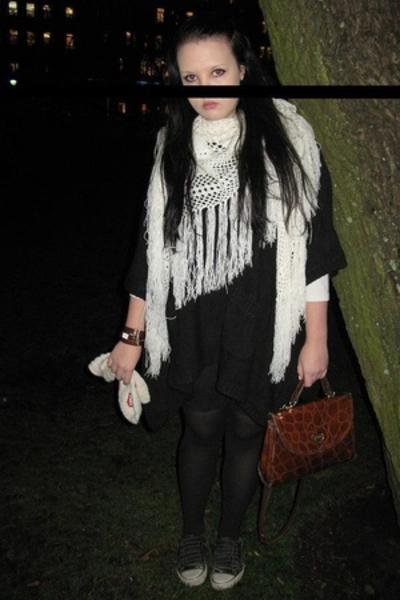 scarf - carlings - purse - Vans shoes