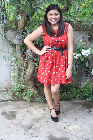 red polka dot thrifted dress - black woven thrifted belt - black Chickflick wedg