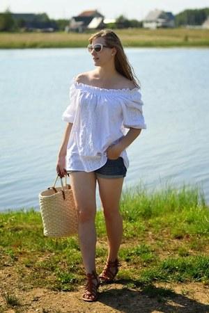 camel Stradivarius bag - navy Terranova shorts