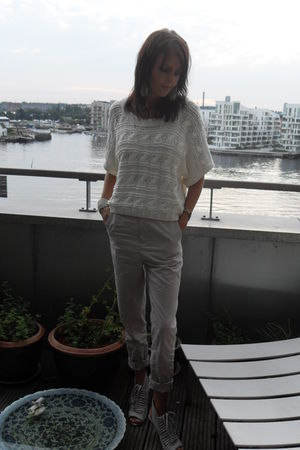 beige GINA TRICOT pants - white H&M blouse - white acne shoes