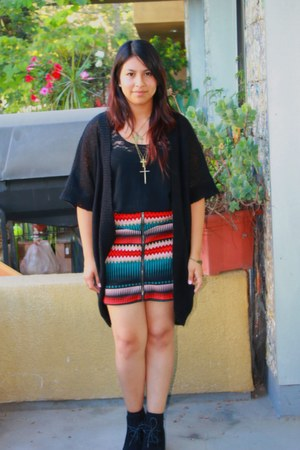 ruby red skirt - black boots - black top