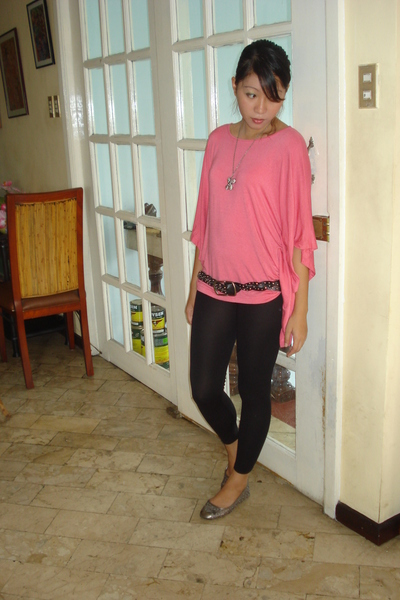 random brand top - thrifted belt - random brand leggings - random brand shoes -