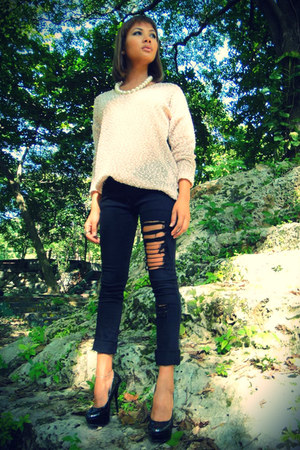 old gold boucheron ring - denim Levis jeans - leather Steve Madden heels